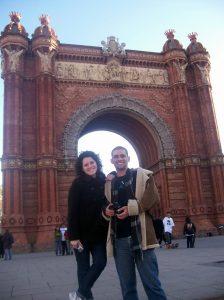 Eu e Thaís no Arco de Triunfo